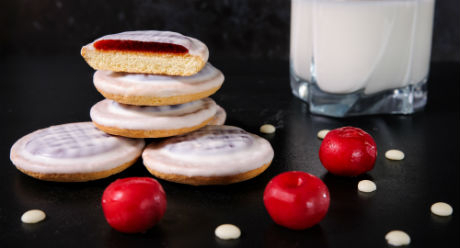 Delicia with cherry flavour in milk coating